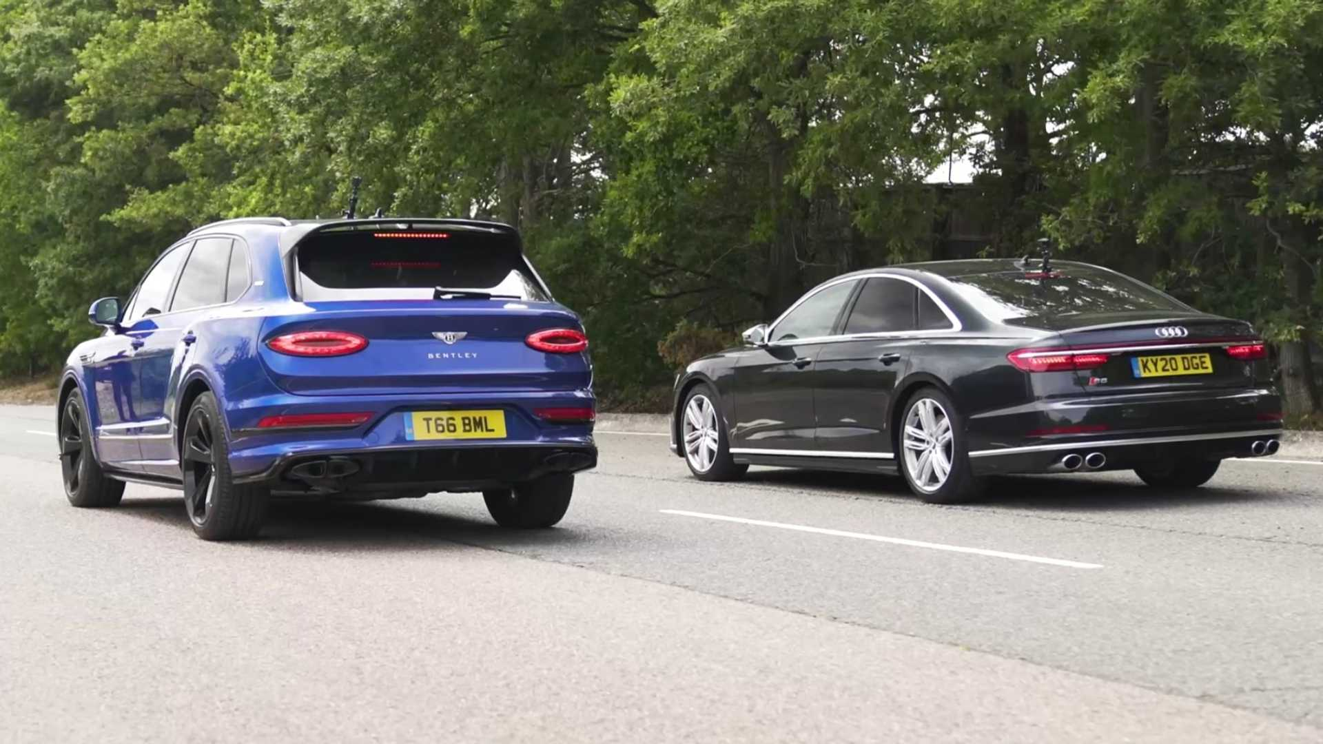 Audi S8 vs. nowy Bentley Bentayga (2021)