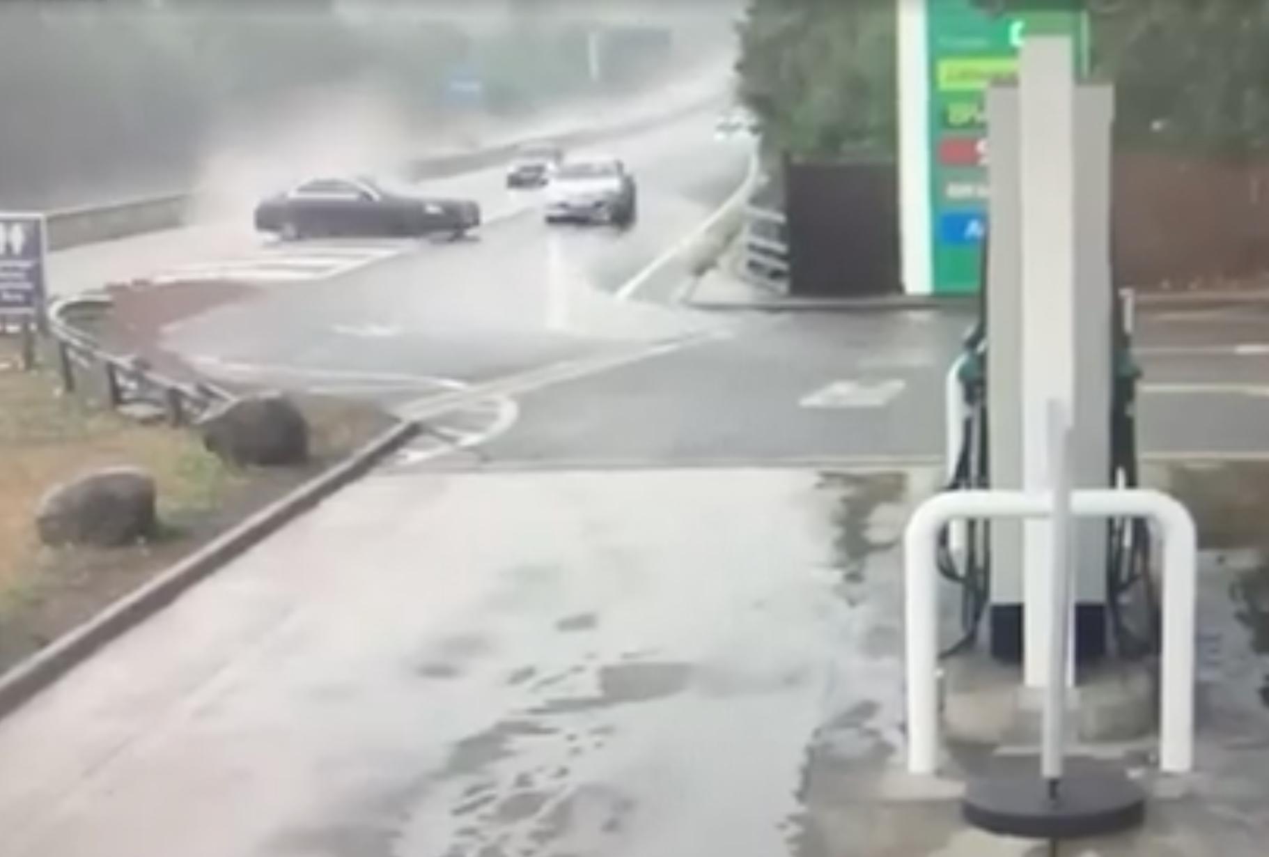 Mercedes Klasy E -aquaplaning, wypadek