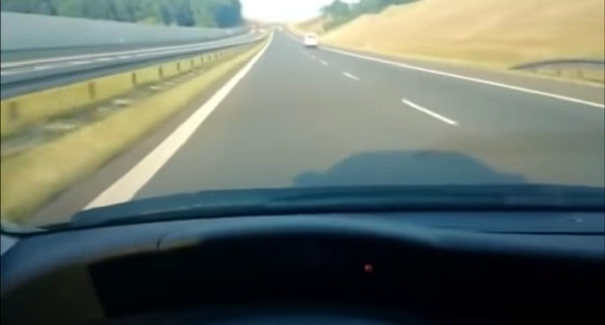 Obcokrajowiec piłuje Hondę Civic 184 km/h na autostradzie