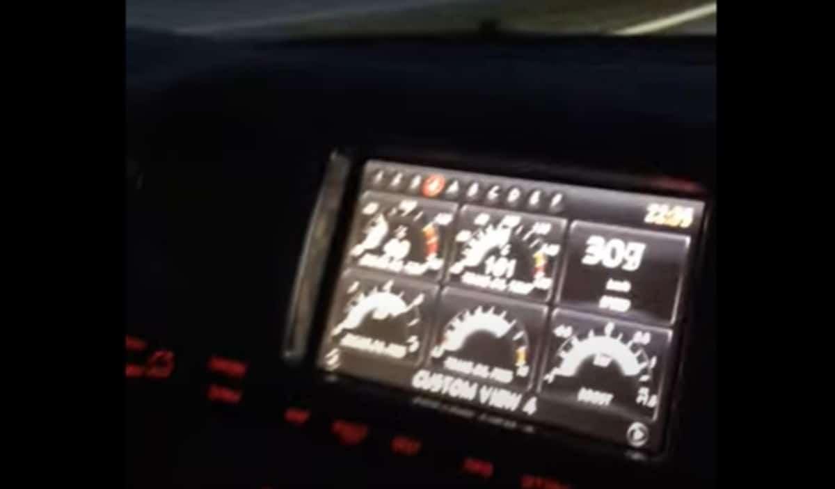 Nissan GT-R - infotainment