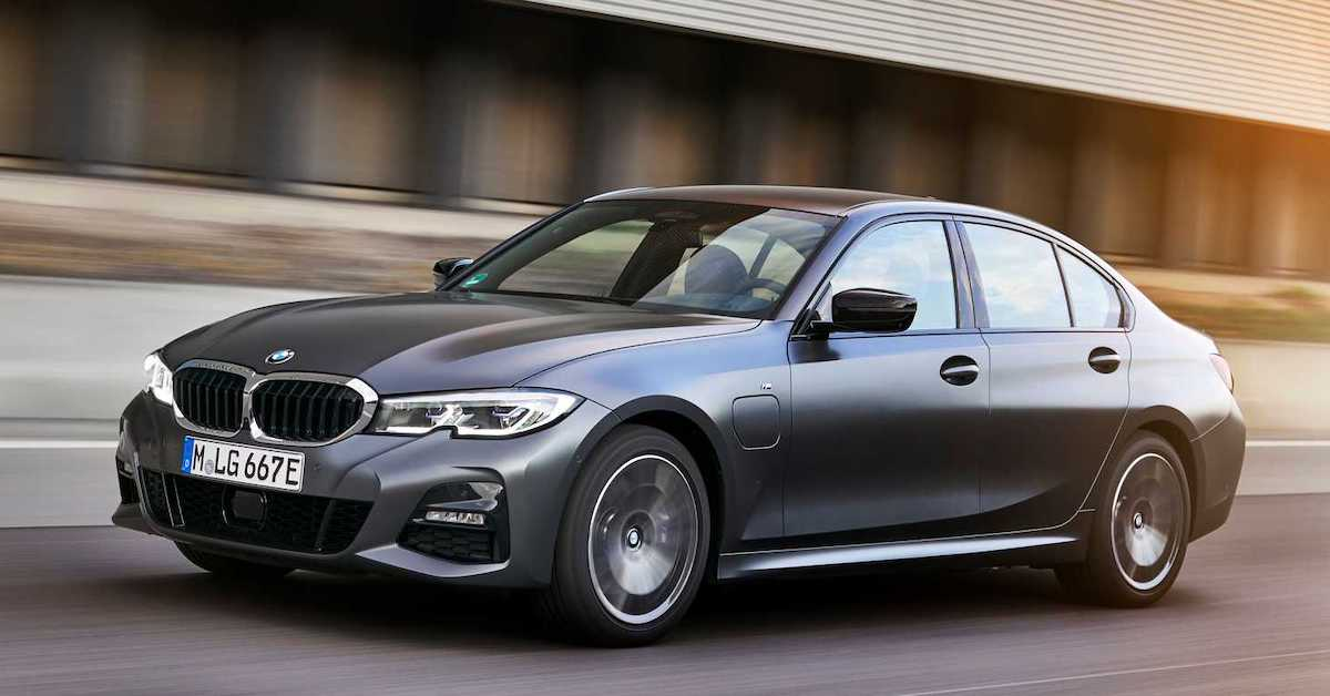 BMW 320e sedan (2021)