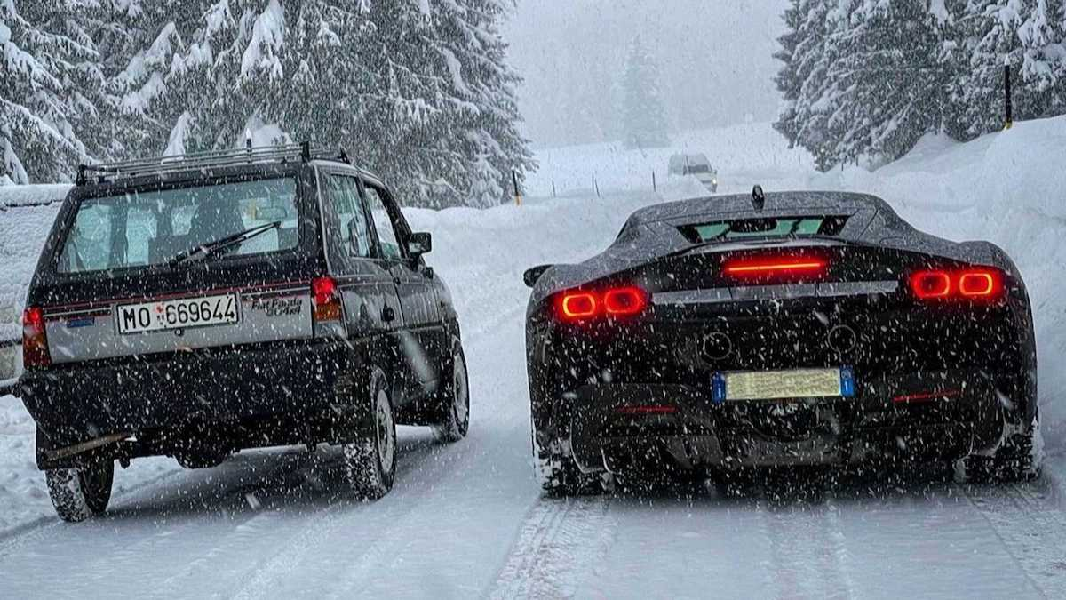 Fiat Panda 4x4 vs. Ferrari SF90 Stradale