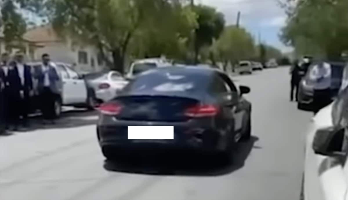 Mercedes C63 AMG S na weselu: palenie gumy i pożar