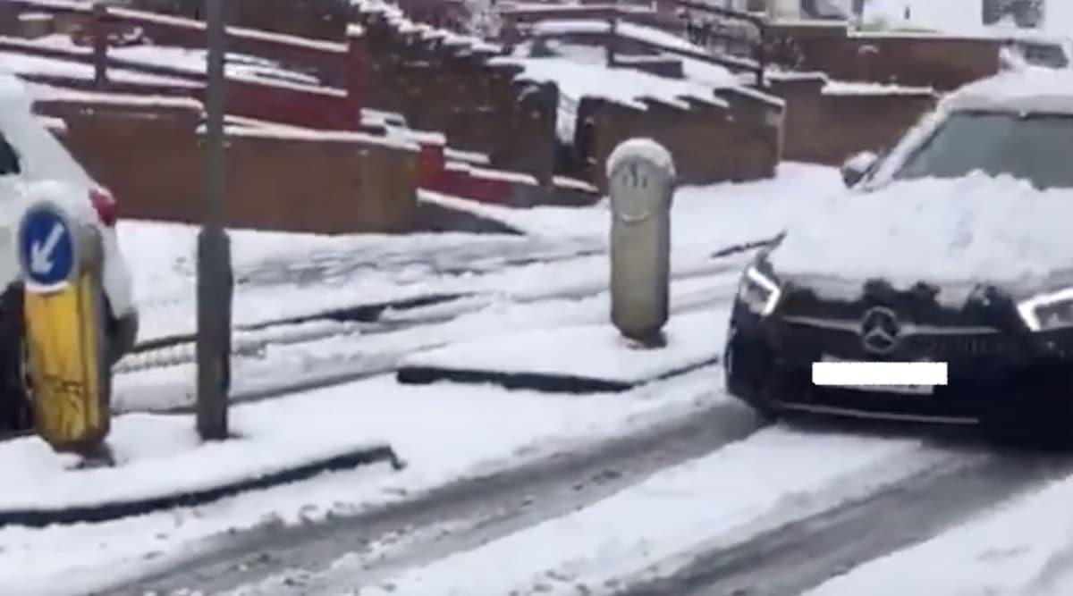 Mercedes CLS: wypadek na śliskiej drodze