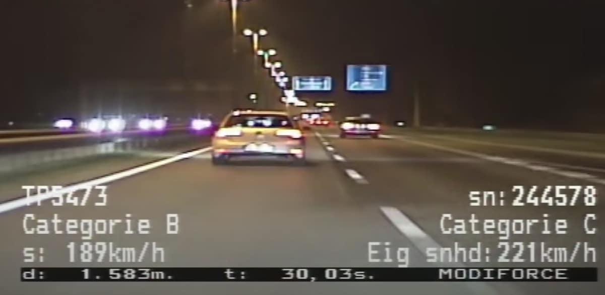 Volkswagen Golf GTI vs. Mercedes-AMG A35 (policja)