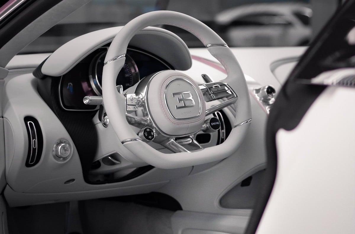 Bugatti Chiron Alice: różowe (wnętrze)