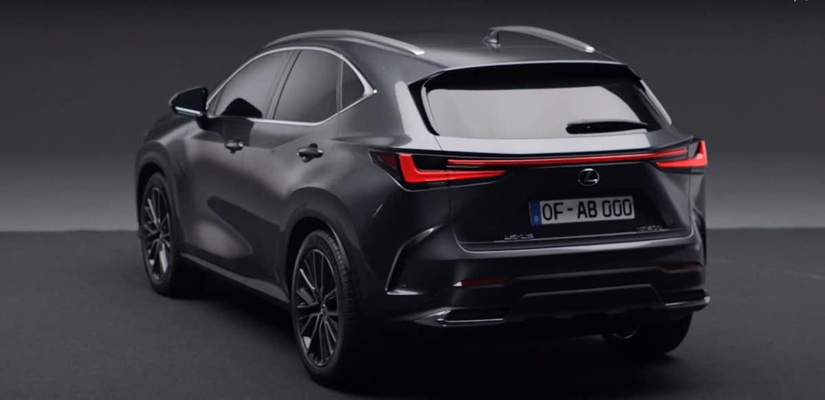 Lexus NX (2021): tył