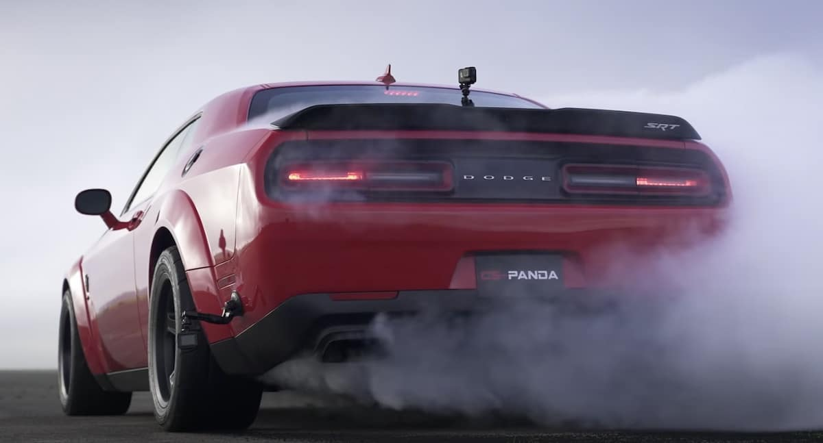 Dodge Challenger Demon: palenie gumy (burnout)