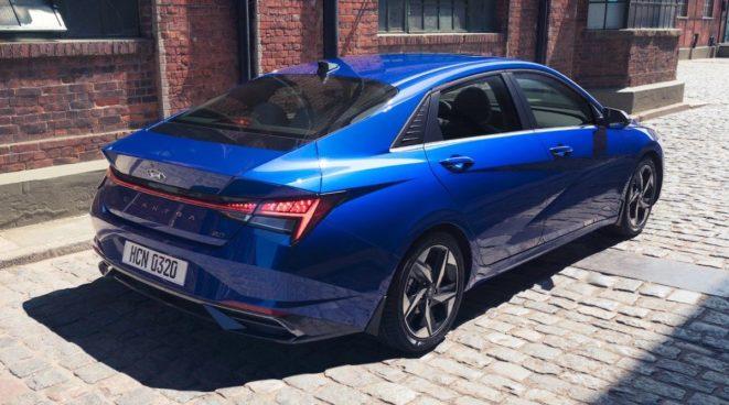 Hyundai Elantra (2021): kolor niebieski