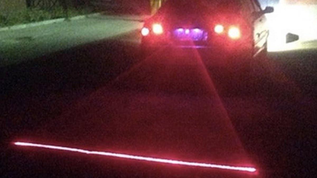 Laser za samochodem sposobem na mgłę