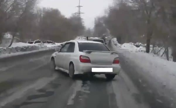 Subaru Impreza WRX: nieudane wyprzedzanie zimą