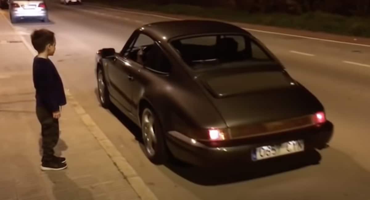 Porsche 911 964 i chłopiec