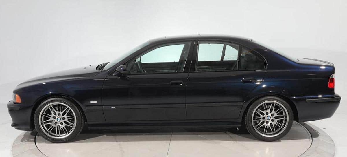 BMW M5 (E39) 2003, bok
