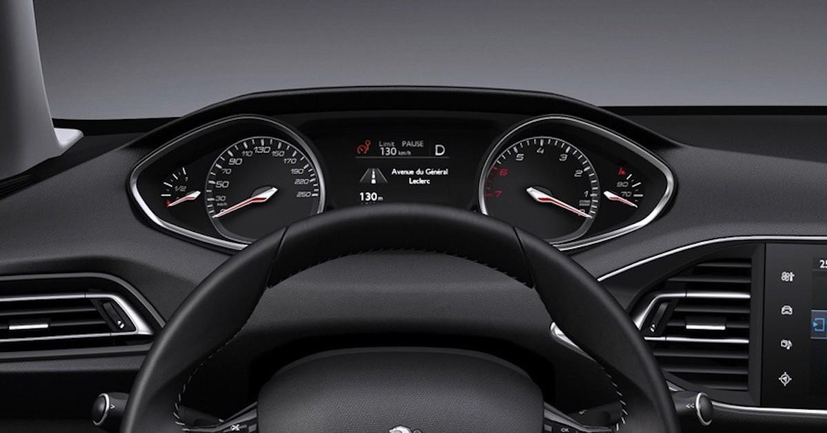 Peugeot 308 (2021) - klasyczne zegary analogowe
