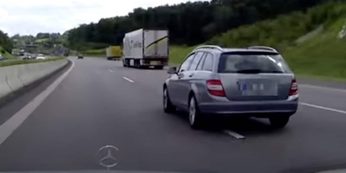 Mercedes zajechał drogę na autostradzie