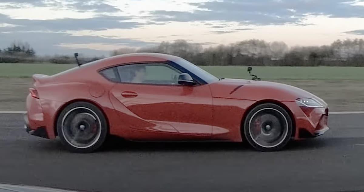Toyota Supra 3.0, czerwona