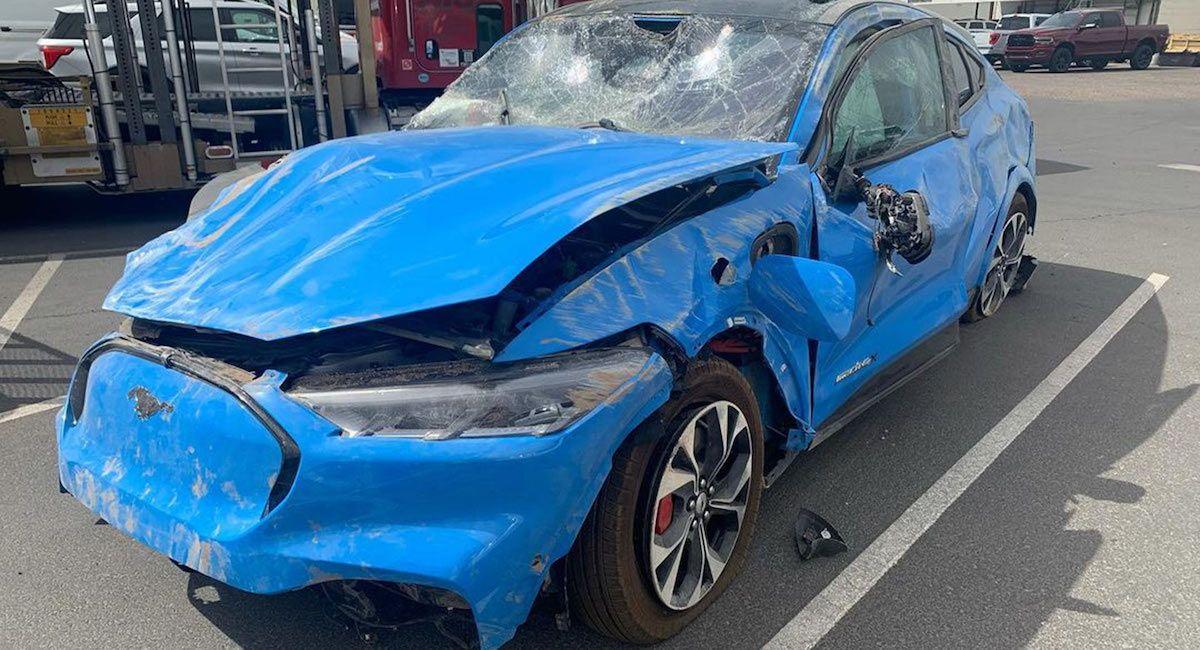 Ford Mustang Mach-E - szkoda całkowita