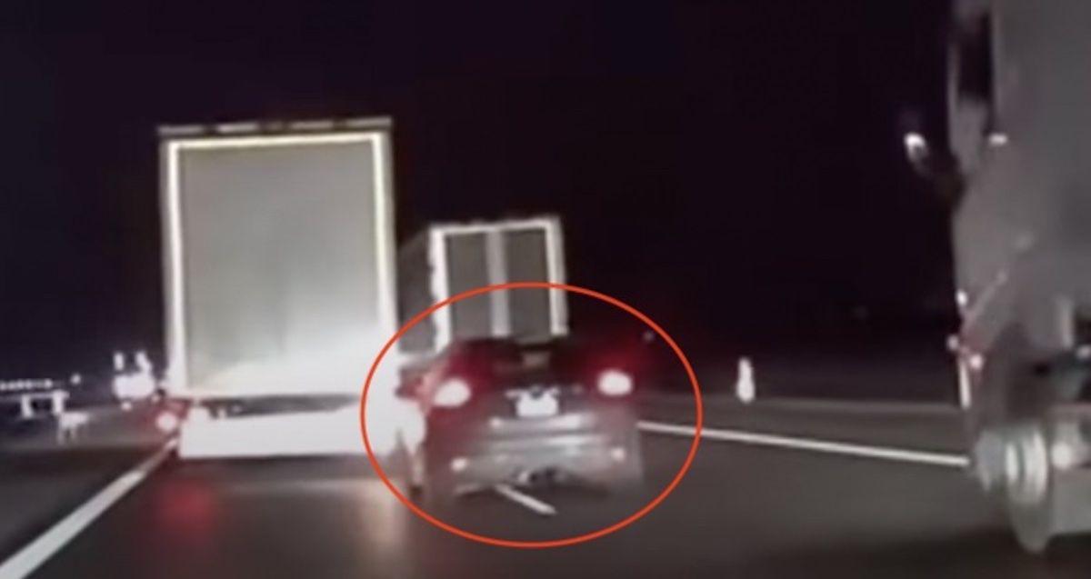 Ford Focus ST hamuje TIR-y na autostradzie A4
