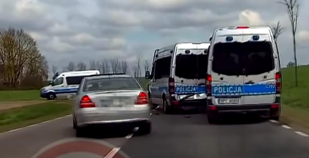 Mercedes Sprinter wypadek radiowozów policji