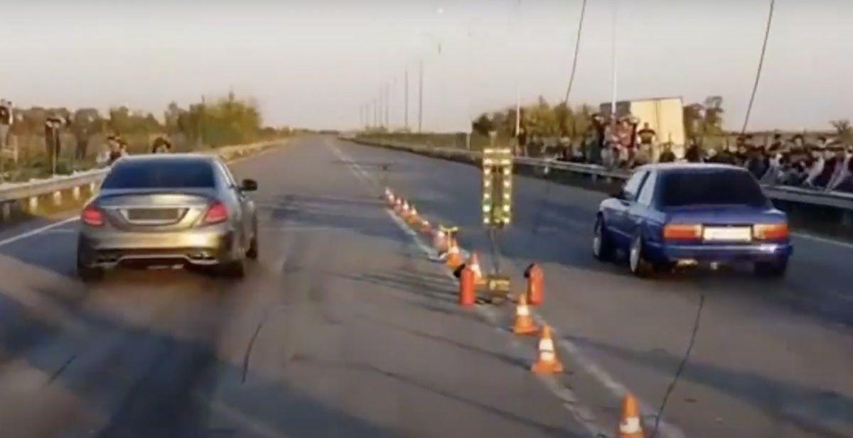 Mercedes AMG C63 vs BMW e30 325i