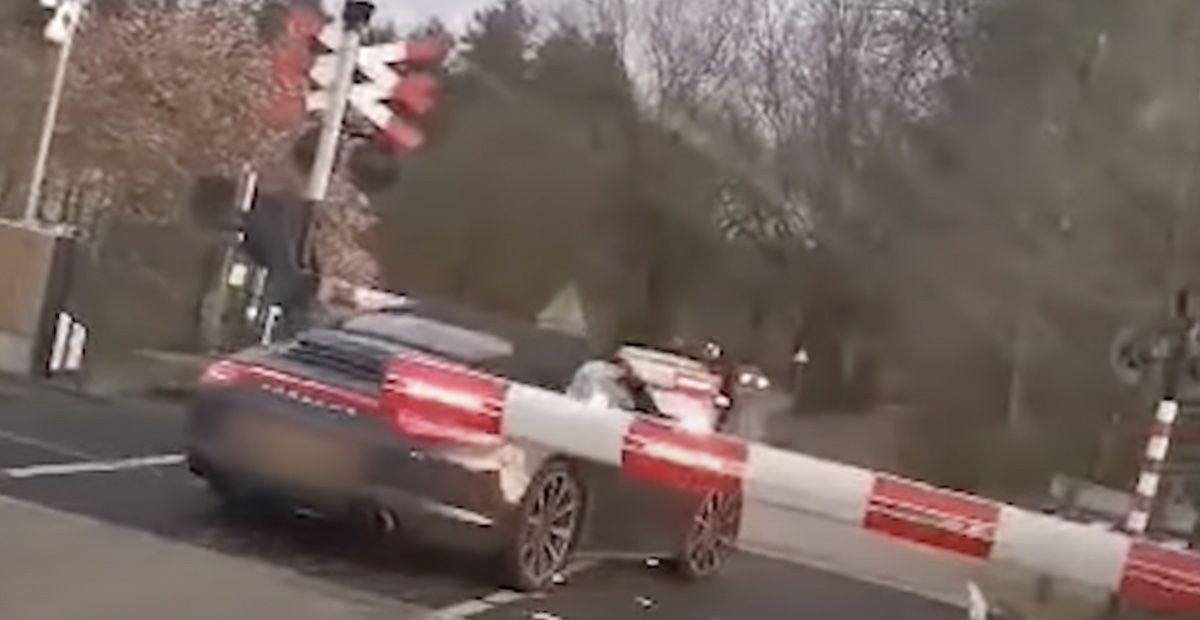 Porsche 911 Carrera 997 Cabrio szlaban