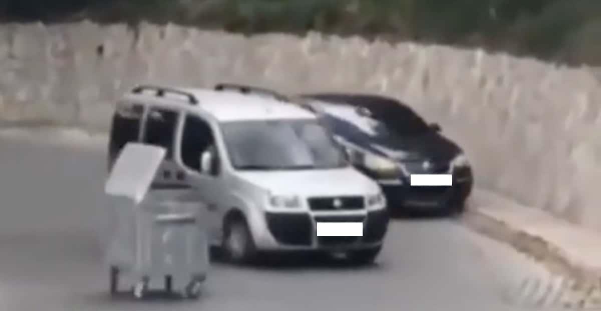 Fiat Doblo Volkswagen Jetta śmietnik