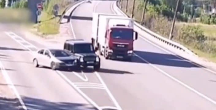 Volkswagen Jetta Mercedes G63 AMG wypadek
