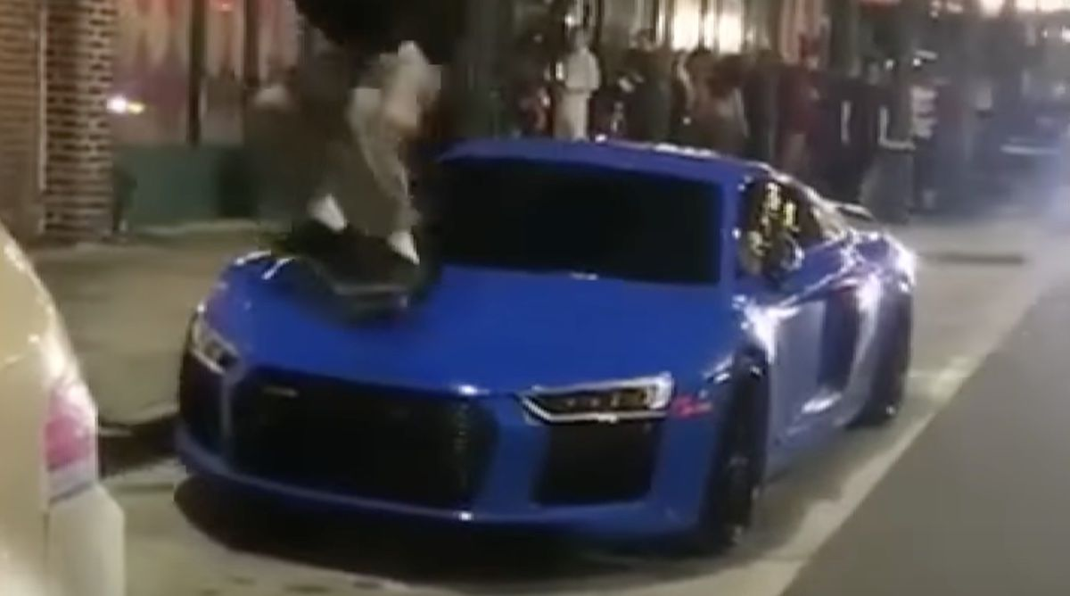 Audi R8 V10 Plus deskorolka