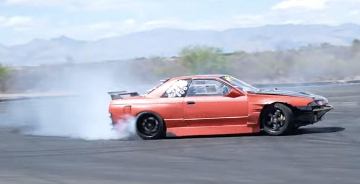 Drifting Nissan Skyline