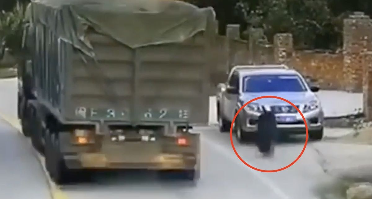 Nissan Navara koło ciężarówki