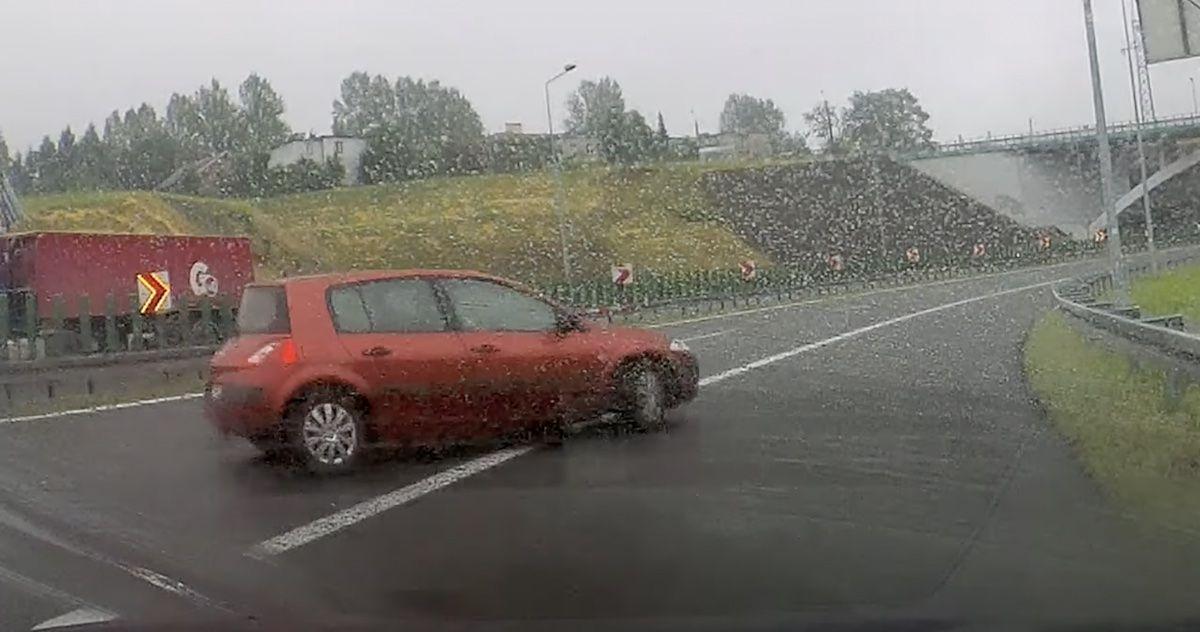 Renault Megane zakręt idiotów