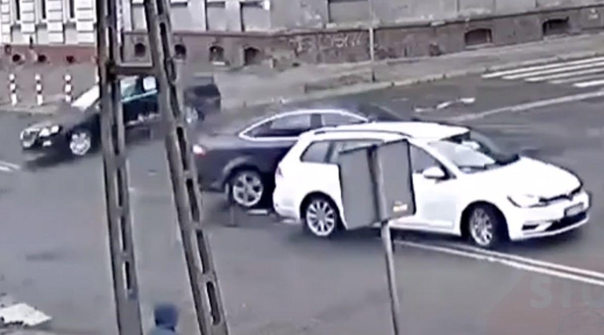 Wypadek Volkswagen Passat Ford Mondeo Volkswagen Golf