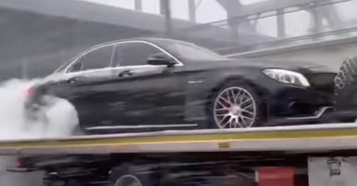 Mercedes-AMG C63 pali gumę na lawecie