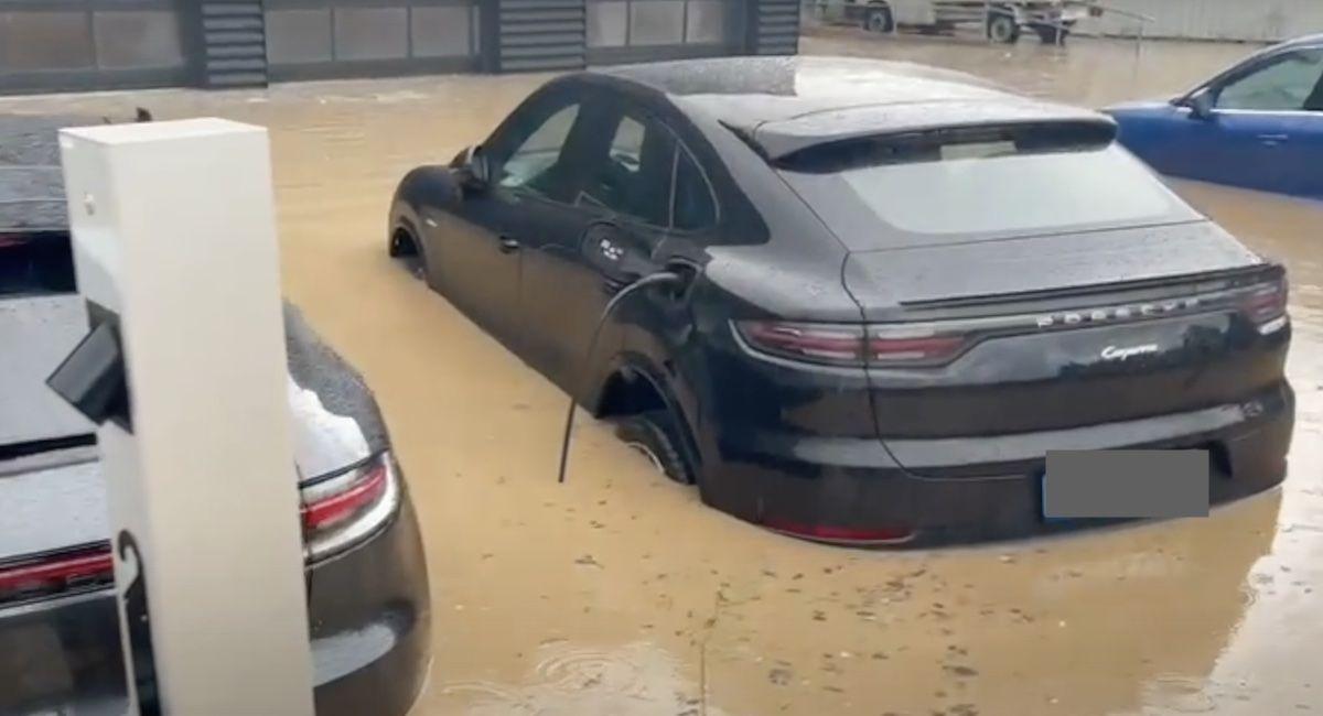 Porsche Cayenne Coupe powódź