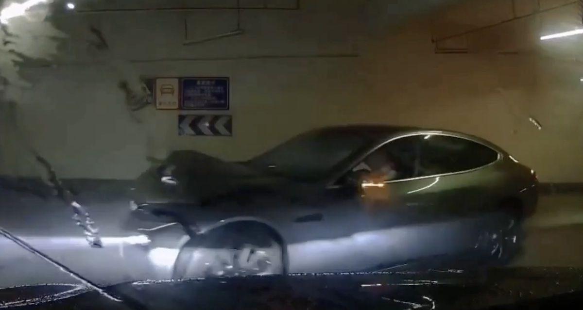 Xpeng P7 parking kolizja