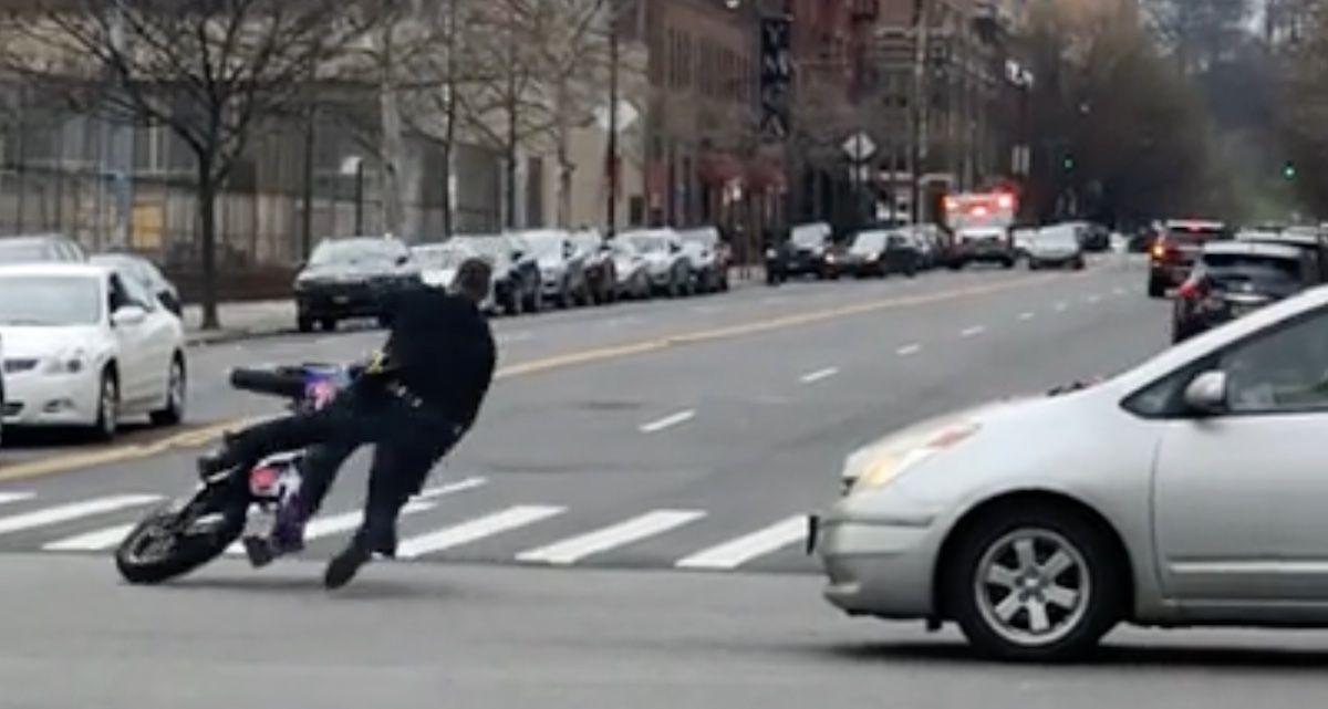 policjant motocykl
