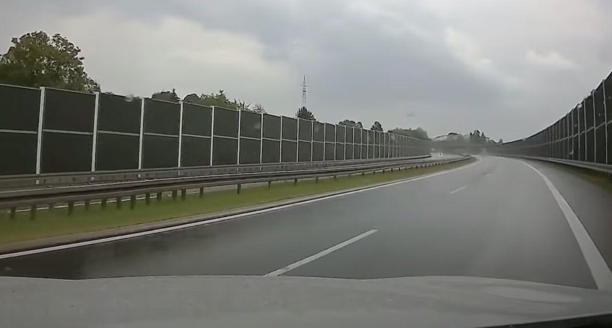 poślizg w deszczu