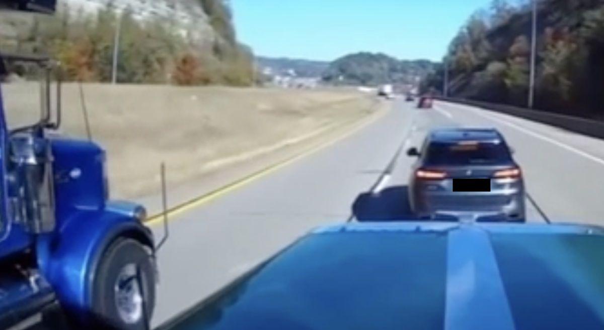 BMW x5 wyhamowanie ciężarówek