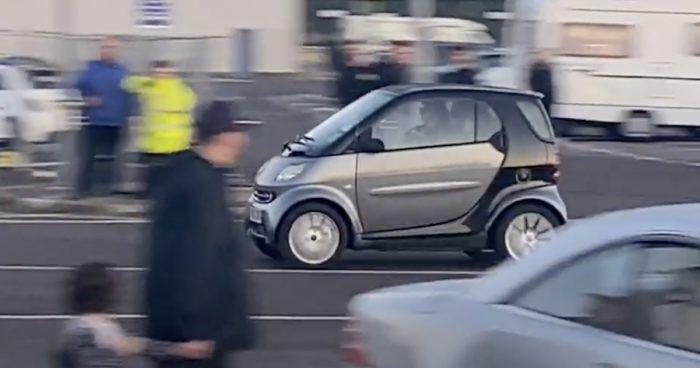 Smart - wypadek na zlocie samochodowym