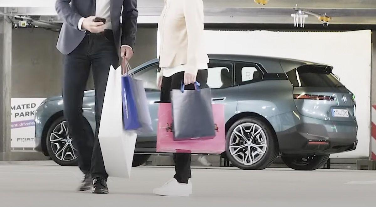 BMW iX autonomiczne parkowanie