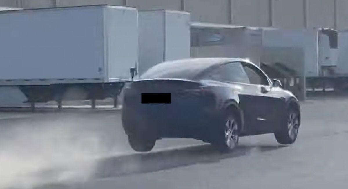 Tesla Model Y skok