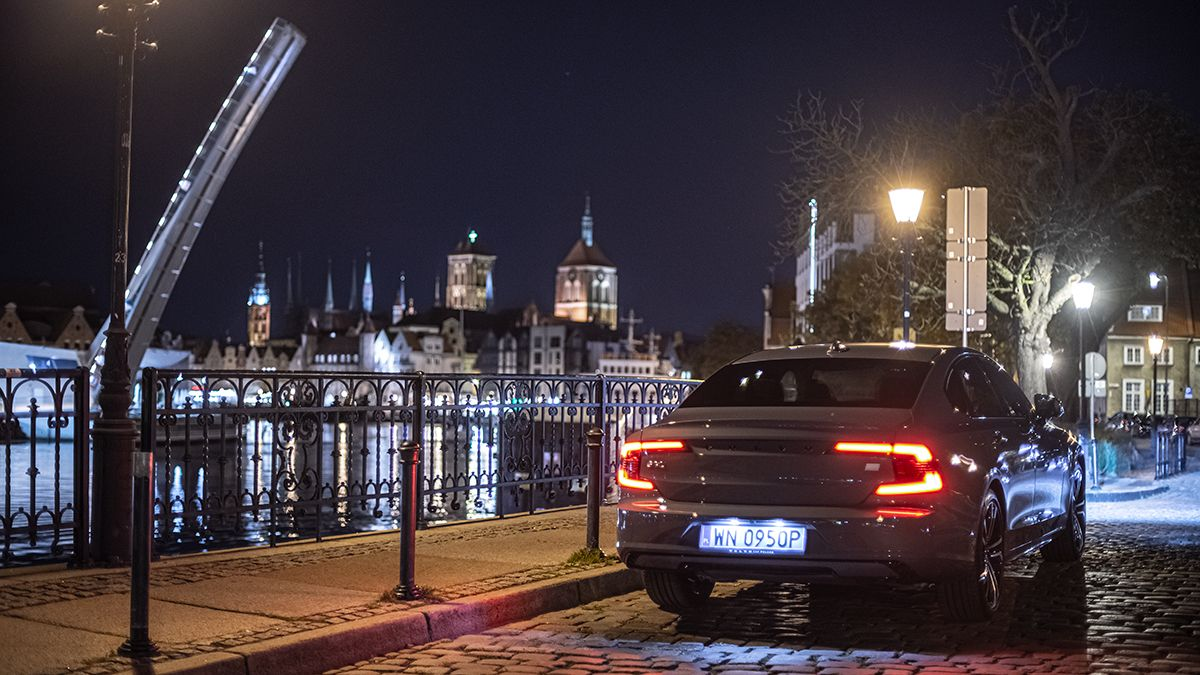 2021 Volvo S90 Recharge T8 eAWD R-Design