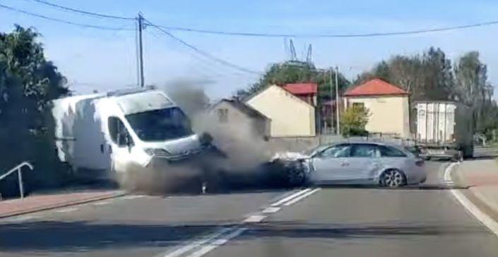 Audi A4 zderzenie czołowe
