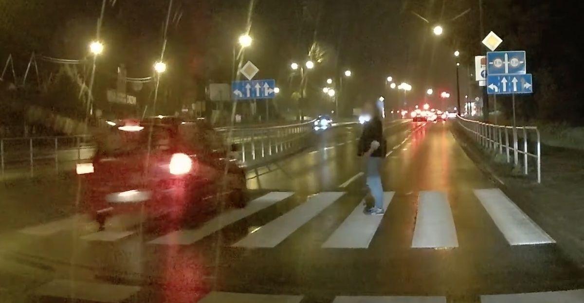 Renault Clio przejście dla pieszych