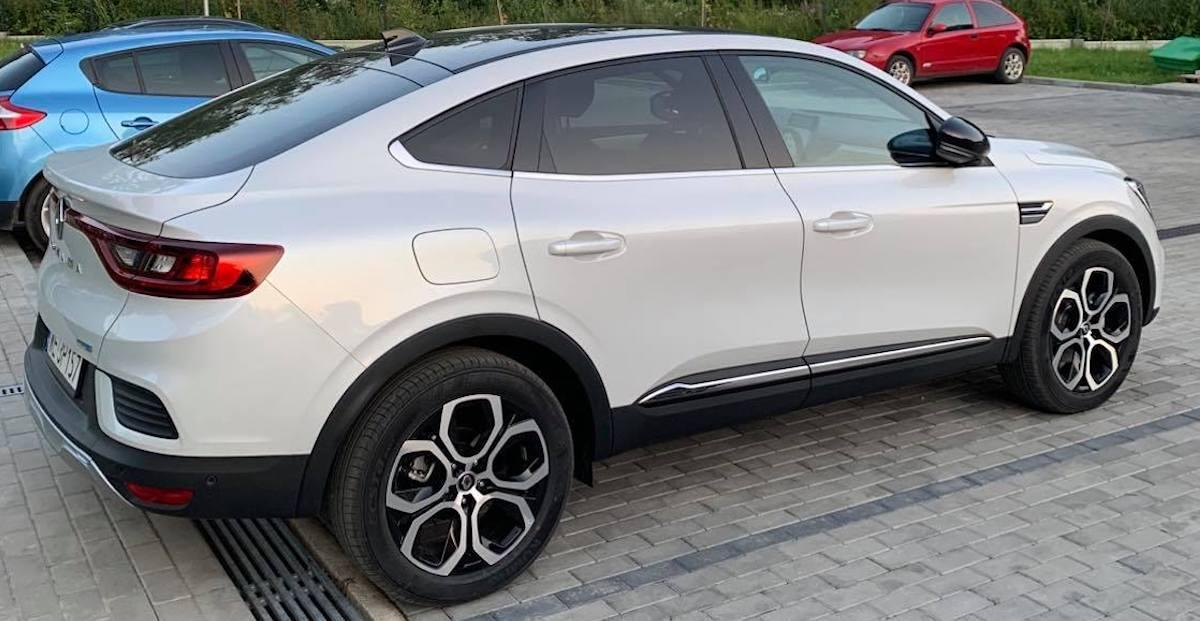 Renault Arkana - biała, tył