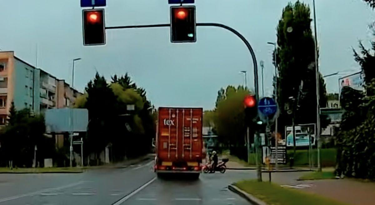 tir na czerwonym skuter